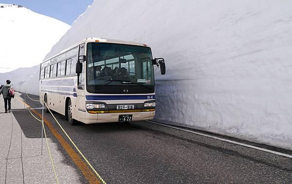 13美女平站-室堂站的高原巴士