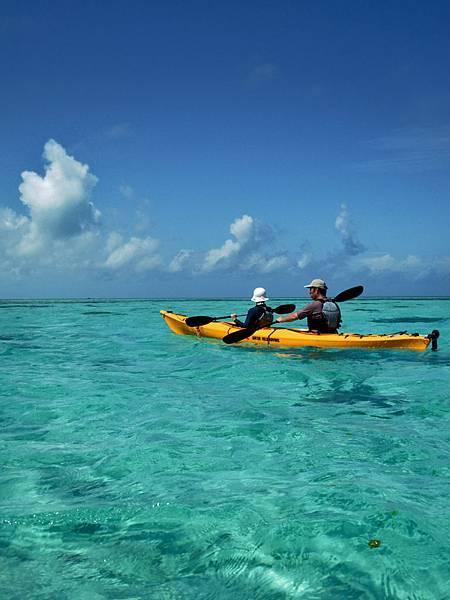 獨木舟半日海上散步 カヌーで半日海上散步 シーカヤックに乗ってきらめく珊瑚礁へ