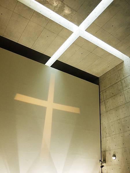 屋頂的十字架.JPG
