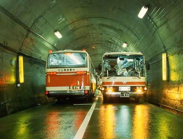 3隧道巴士.JPG