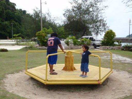 長堤公園玩耍的帛琉小朋友