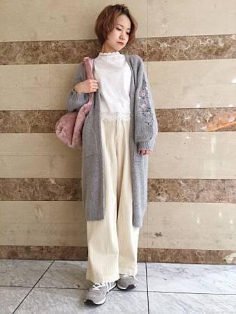 W closet 限時折扣袖口刺繡花朵直紋長版針織外 01.jpg