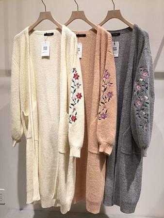 W closet 限時折扣袖口刺繡花朵直紋長版針織外 02.jpg