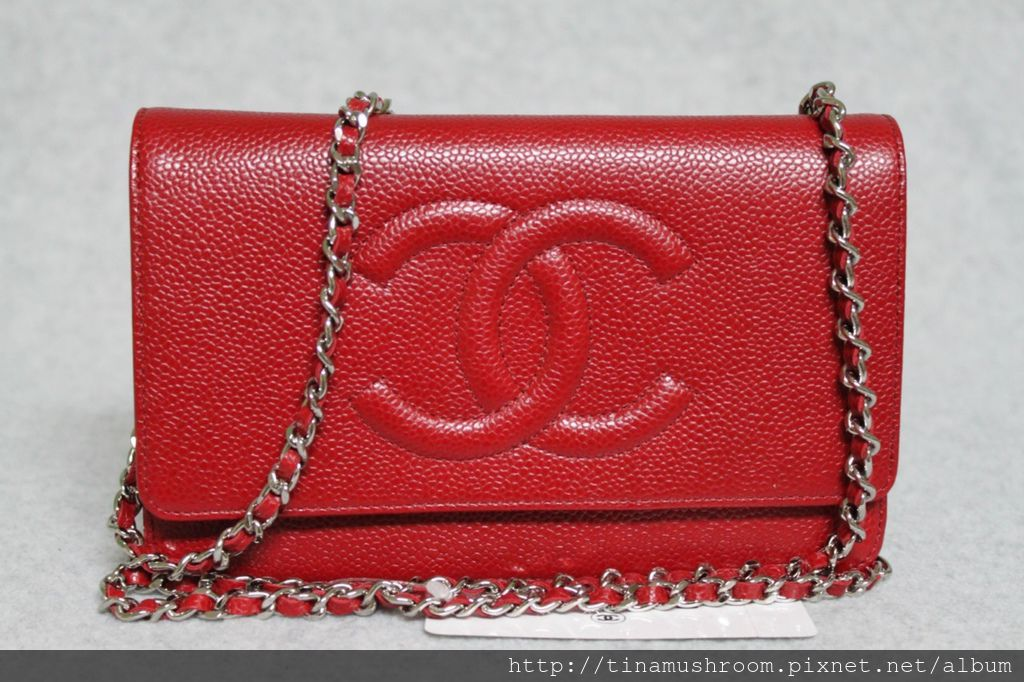 2-11784-202903--chanel-2011-red-caviar-leather-woc-wallet-on-a-chain----815a90c.jpg