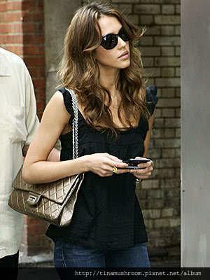 Chanel-Reissue-227-Flap-Bag-Size-Jessica-Alba