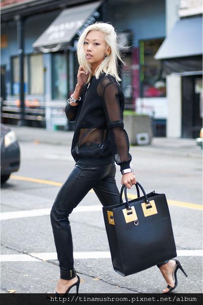 black-unknown-jacket-black-sophie-hulme-bag-black-zara-pants_400