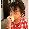 餓到啃蘋果