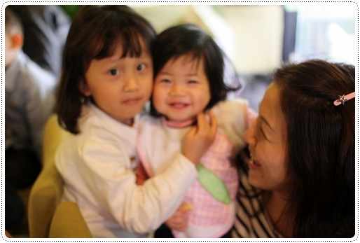 小花妹妹笑好開心~可惜沒對到焦