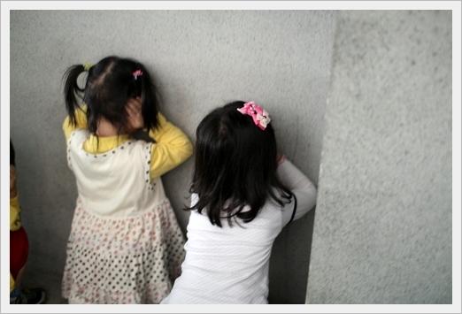 掉下月台時要靠牆摀耳