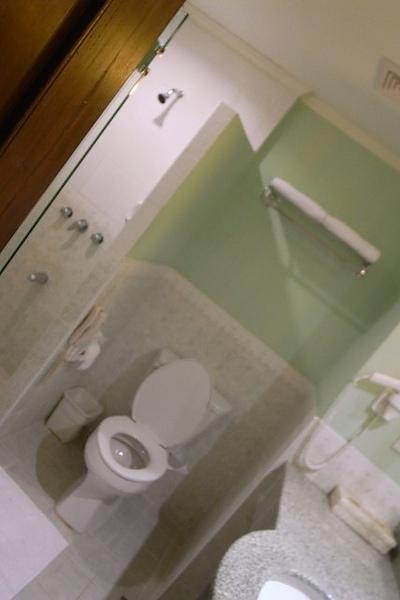 浴室一隅!!!乾濕分離~這次的玻璃門終於可以關了!!