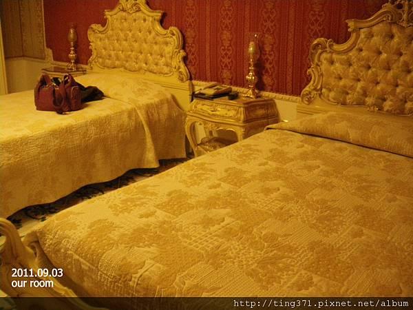 3hotel_bed.jpg