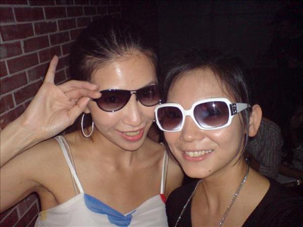 在ROXY一定要帶太陽眼鏡才能HIGH!太瞎了
