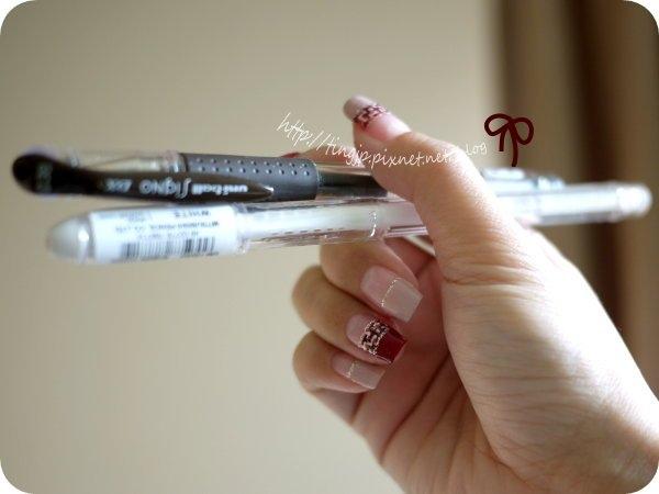 兩支彩繪筆