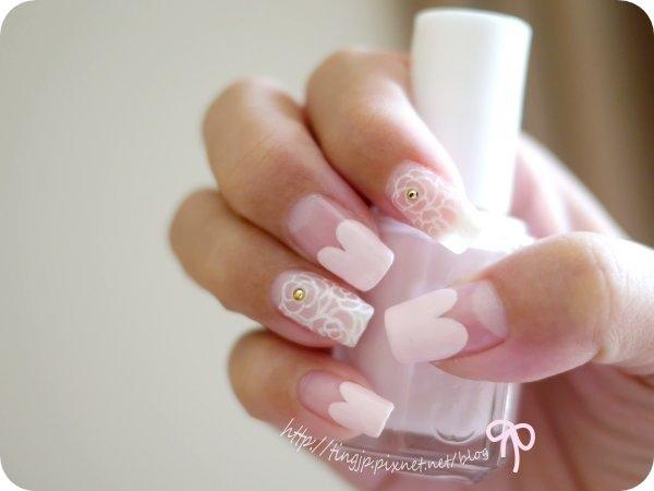 右手主色是淺粉色愛心法式