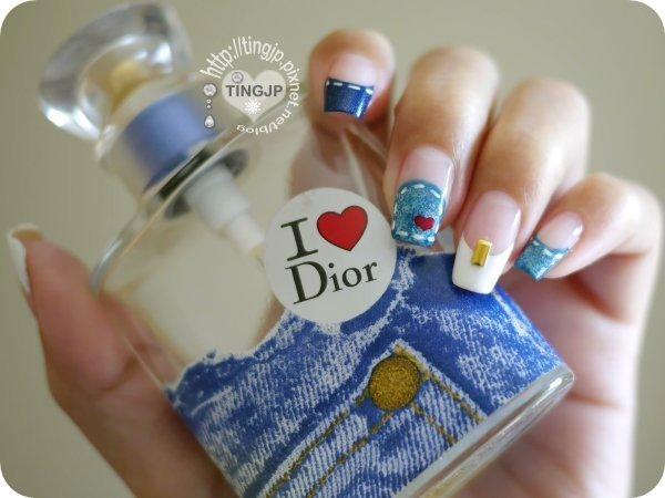 跟心愛的Dior牛仔瓶身香水瓶好搭
