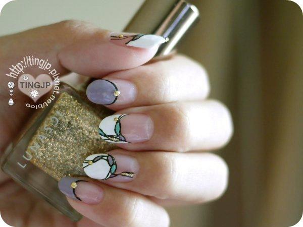 這款指彩中優雅又低調的金粉色