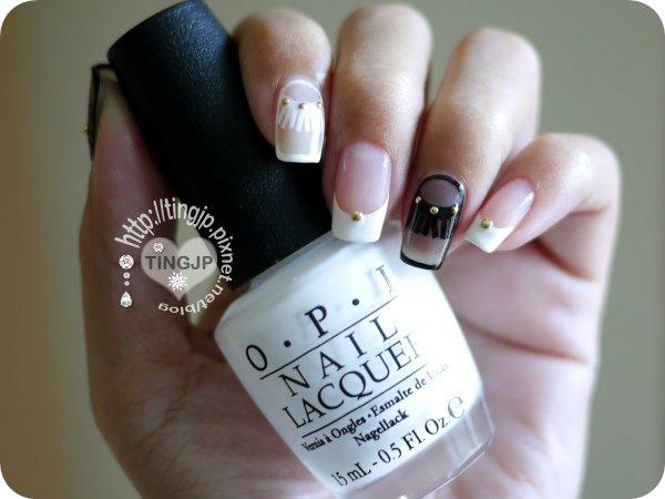 雖然手拿OPI白色 但實際上是用ESSIE的純白色
