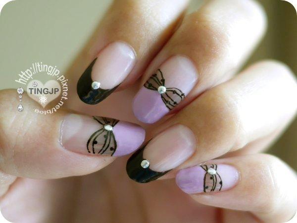 左手有3指透膚蝴蝶結