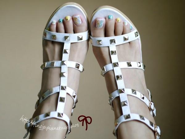 白色羅馬鉚釘涼鞋