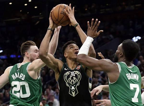 boston-celtics-vs-milwaukee-bucks-dec-21-2018.jpg