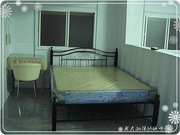 床舖也組裝好囉.jpg