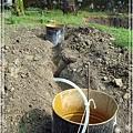 2.我和工人徒手挖地基的成果_1.jpg