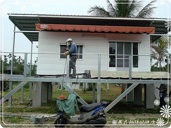簡易欄杆施工中