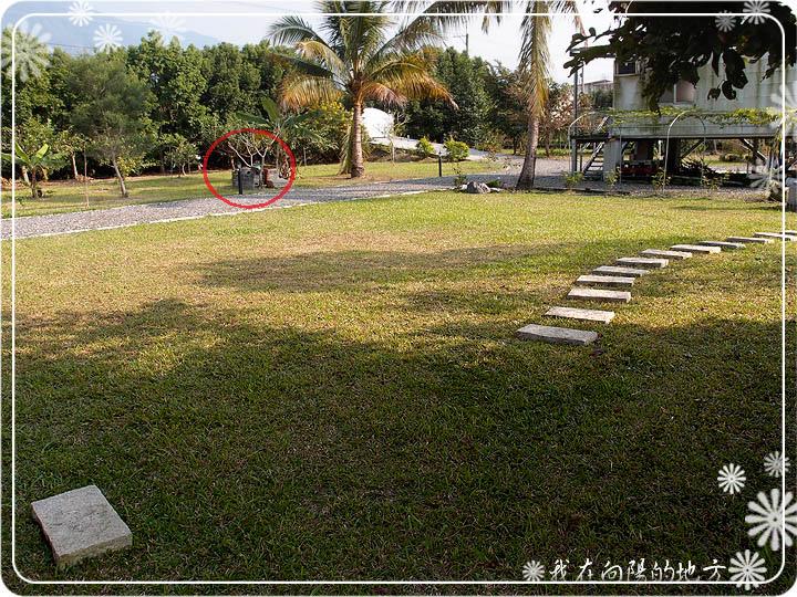 從紅圈處搬到草地上.jpg