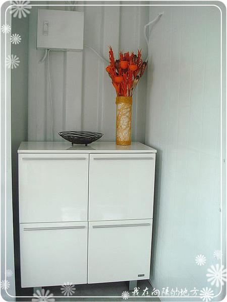 塑膠水管做的花器.jpg