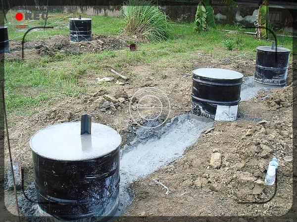 4.灌漿時-3個桶加一水泥溝連結.jpg