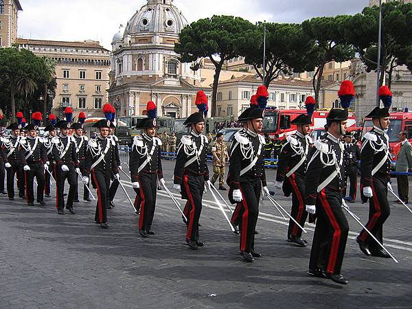 800px-Carabinieri_Republic_Day_Parade_2007
