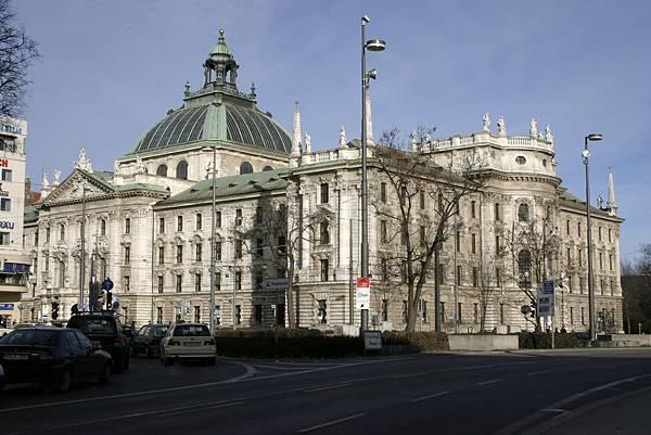 Munich_-_Justizpalast_04