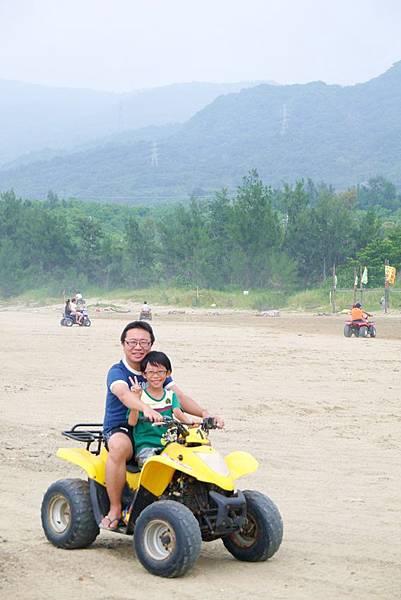 阿利+沙灘車11.JPG