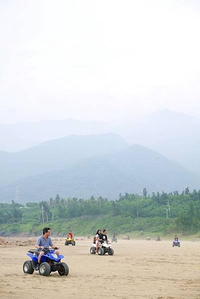 阿利+沙灘車20.JPG