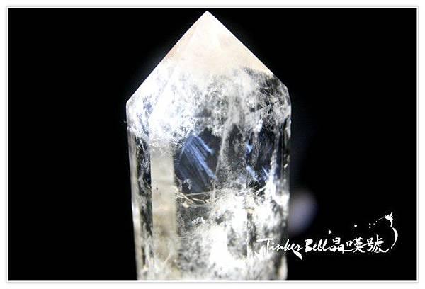 天使羽毛藍針白水晶柱細膩靈動,在不慌不忙中溫柔進取。