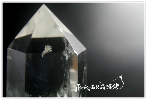 藍針彩虹小小窗白水晶柱,指引靈感擷取寶藏回到尋常生活裡運用!3