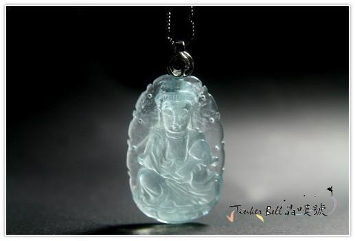 此尊的海水藍寶觀世音菩薩,發出柔和溫暖的白光!