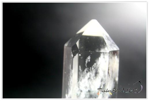 這水晶柱窗口裡精靈連結獨角獸和人們的能量!