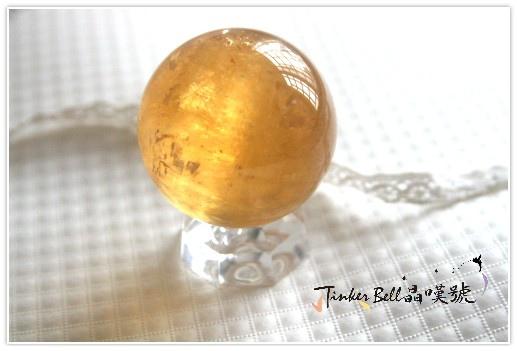 金色方解石圓球,淨化環境及凝聚事物實現的力量。