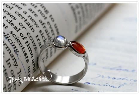 藍暈月光石+太陽石水晶魔法戒指,充滿安定力與光明。