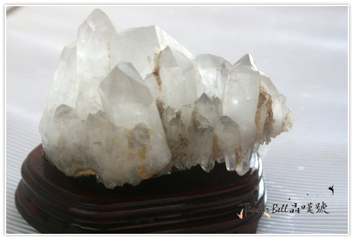 墨綠色電氣石原礦水晶簇,另有發財成簇之稱。水晶簇正面