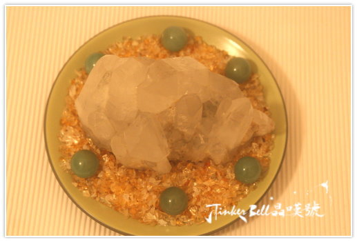 搭配綠色東菱石六顆+黃水晶細碎滾石鋪底組成七星陣。