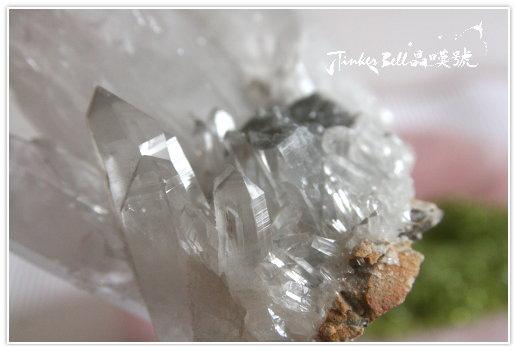 幻影壘晶聚富水晶簇底部母岩
