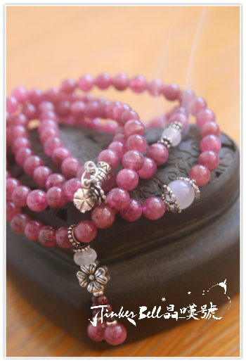 粉桃紅碧璽(電氣石)+藍暈月光石+紅石榴石108顆,在內心找到來自純然愛與堅信的聲音。