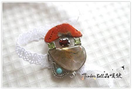 鈦晶+古老珊瑚+橄欖石+紅碧璽+天河石,厚實而柔軟能量重拾真我的威信本質。
