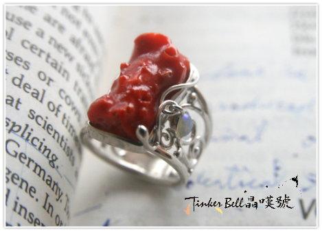 紅珊瑚+晃動蛋白石魔法戒指,提醒我們所擁有的獨特天賦,不要害怕活出自己的偉大。