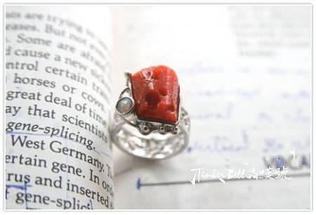 紅珊瑚+蛋白石,祂持有能量的轉化、力量和智慧。