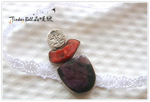 黑粉碧璽+紅珊瑚,改善磁場防止負能量或是雜氣入侵,化解沖煞帶來穩定力量。可作為護身符。