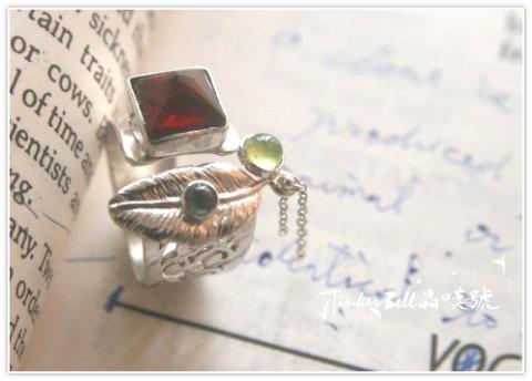 貴石榴石+橄欖石+堇青石魔法戒指,稚童純潔心,無執亦無物,微笑常喜悅,靈性罩白光。.jpg