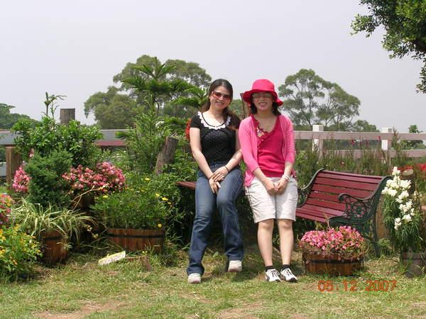 花園裡的雙人照